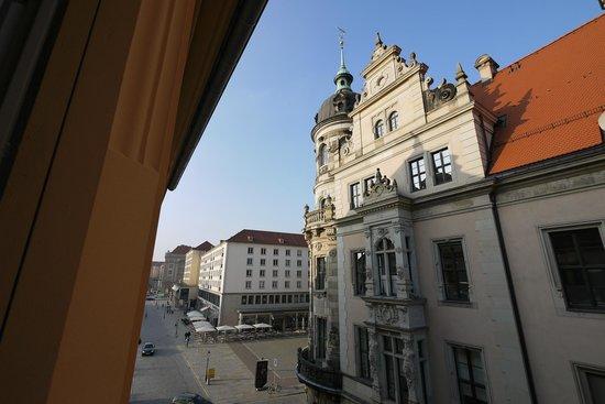 Swissotel Dresden: Blick aus dem Fenster nach links