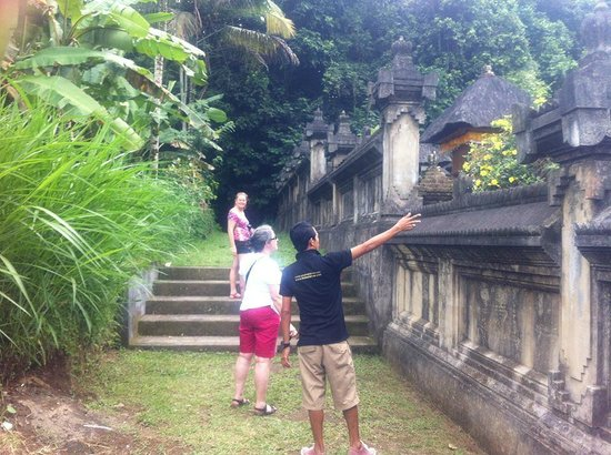 Your Bali Driver (Putu Sudiana) - Day Tours: Explaining the old village