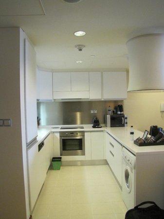 The Address Dubai Mall : The kitchen in our studio