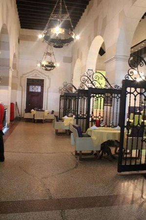 Centro Asturiano de La Habana : Restaurante italiano del centro asturiano.