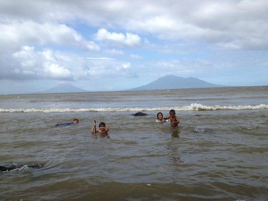 Cardenas, Nicaragua: Swiming across the street in Lake Nicaragua