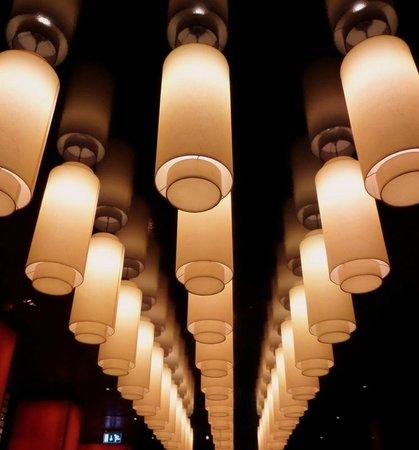 Buddha-Bar Hotel Budapest Klotild Palace: Moody lighting that gives the hotel a certain mystery