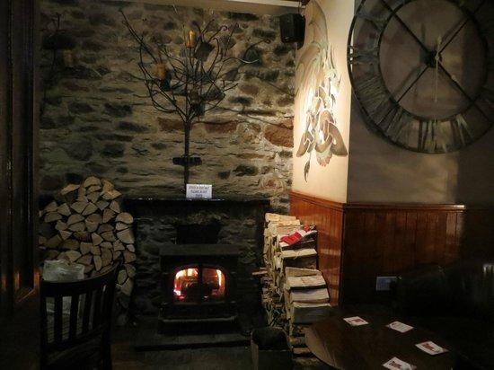 The Victoria Hotel: islander bar