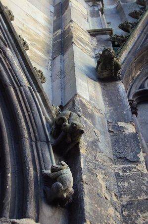 Église Saint-Jacques : Барельефы церкви