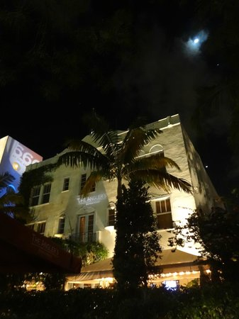Kimpton Angler's Hotel: Hotel by night