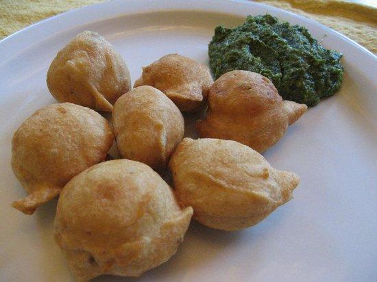Kathmandu Zone Restaurant & Banquet: masko phulaura with green chutney