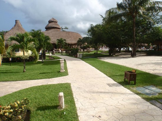 Iberostar Cozumel: view of the buffet next to the pool