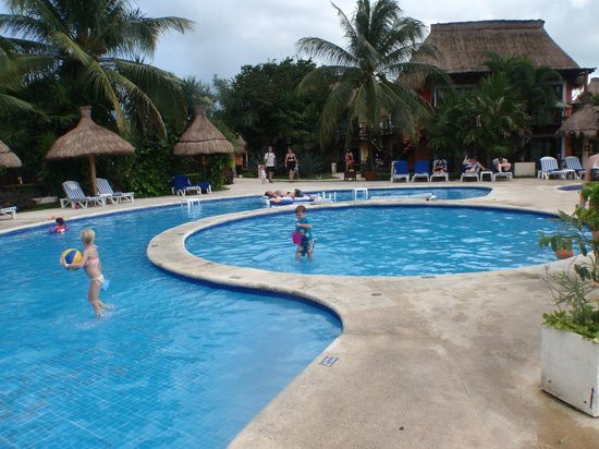 Iberostar Cozumel: The pool and kiddies section of the pool