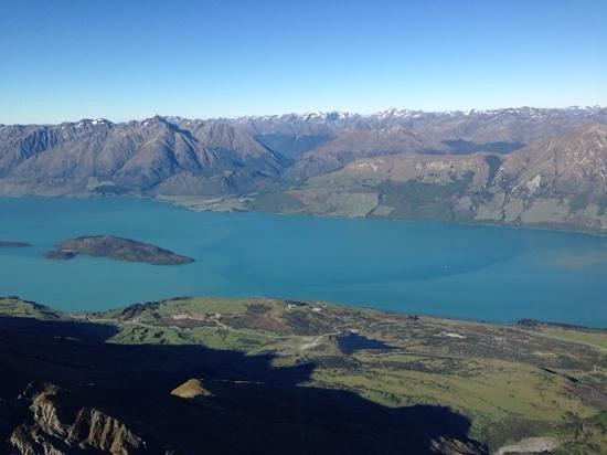Milford Sound Scenic Flights : lake Wakatipu from the air.