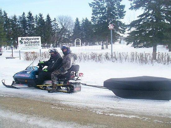 Bridgeview Bed & Breakfast: Snowmobile arriving at Bridgevidew Bed & Breakfast