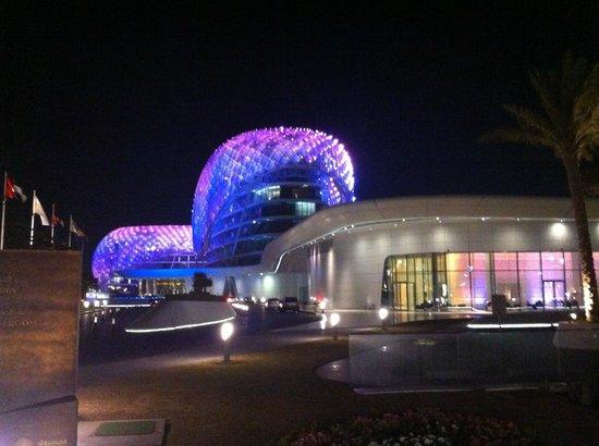 Yas Viceroy Abu Dhabi: Le Yas Viceroy de nuit