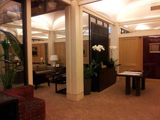 Hotel Dei Borgognoni: Vista de la sala de estar.