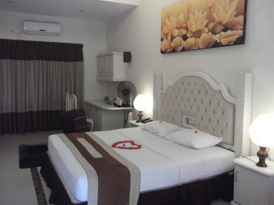 Miridiya Lake Resort : Chambre
