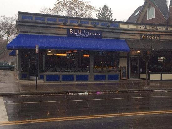 Blu Wolf Bistro: outside view, corner Park & Berkeley