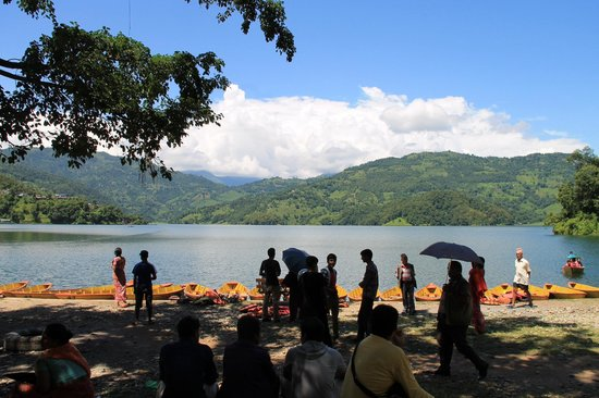Begnas Lake: Waiting for tourist