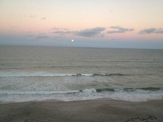 Hilton Melbourne Beach Oceanfront: Moon Rise
