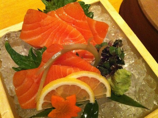 EN Japanese Brasserie : World Class Salmon Sashimi