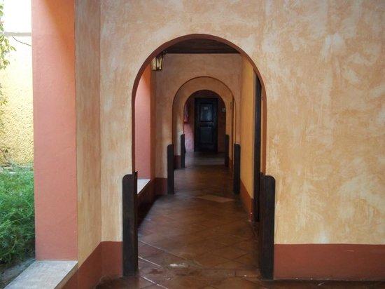 Porta Hotel Antigua: Este es el hall al que dan las habitaciones del sector en el que estuve.