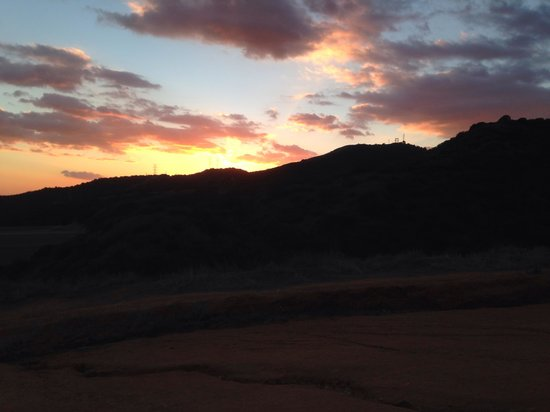 Claremont Hills Wilderness Park: Sunset in the park