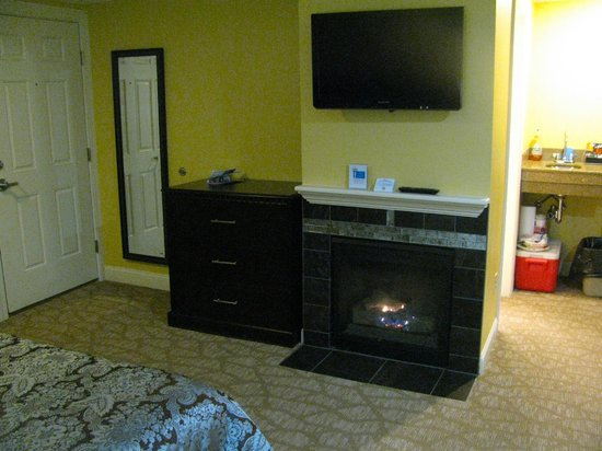 Golden Apple Inn: In-room gas fireplace