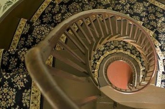 The Wakefield Inn & Restaurant: Flying Staircase