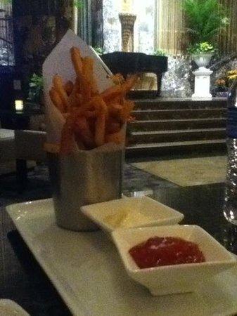 Hilton Cincinnati Netherland Plaza : garlic fries with mayo