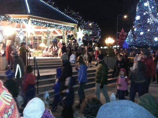 Der Ritterhof Inn: Lantern parade with Santa
