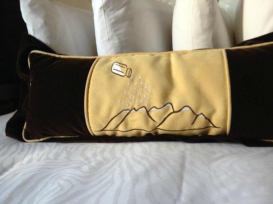 Kimpton Hotel Monaco Salt Lake City: Loved this adorable pillow design