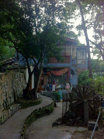Laozhaishan Hotel: 旅館を外から
