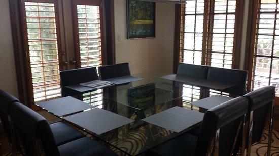 Villas of Grand Cypress : Dining room