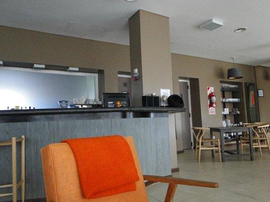 Hotel A.C.A.: Barra