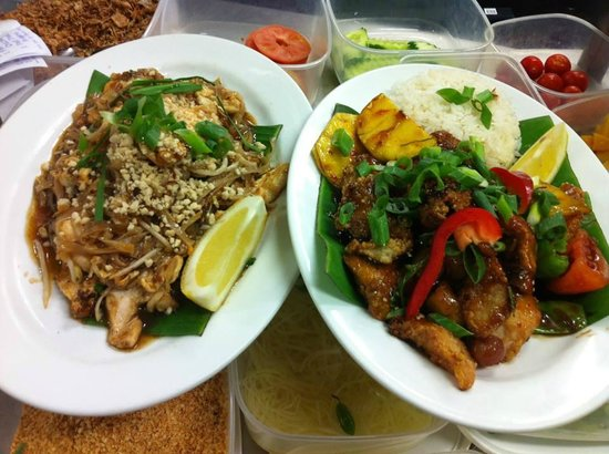 Kenny's Thai Kitchen: Pad Thai Chicken and Sweet Chilli Fish and rice
