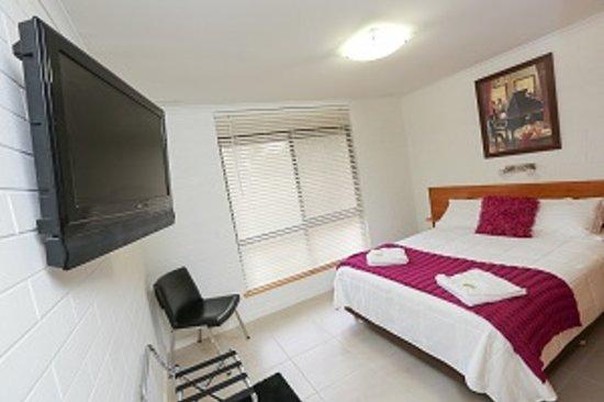 Mildura Holiday Villas: Unit 5 - Master Bedroom