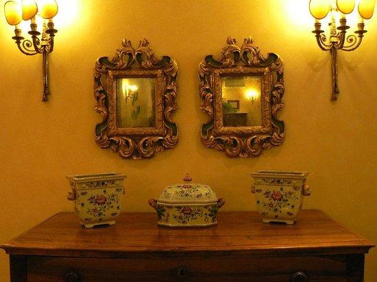 Hotel Mozart: Décoration salon