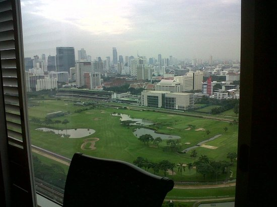 Grande Centre Point Hotel Ratchadamri : view from workdesk