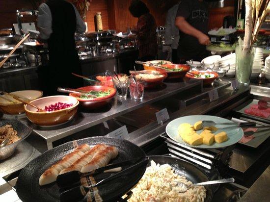 Hotel Nikko Osaka: ไลน์อาหารเช้า (บางส่วน)