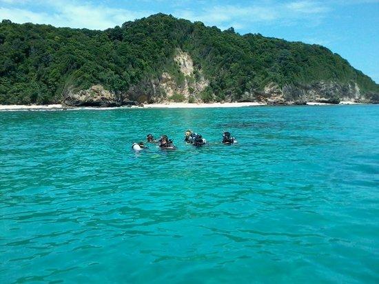 Dive Down : Discover Scuba Diving at the beautiful Maithon Island Phuket