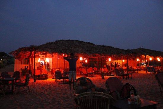 Monico's Beach Shack: Lively Shack @ 2100hrs