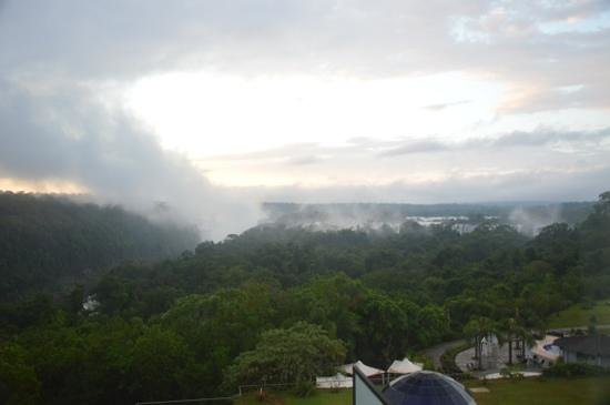 Sheraton Iguazu Resort & Spa: Dawn at Devil's Throat at Iguazu Falls, seen from the Sheraton