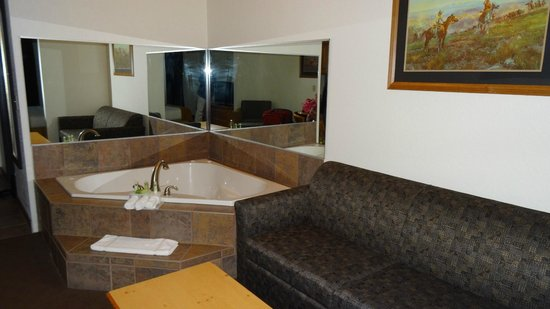 Holiday Inn Express & Suites Mt Rushmore / Keystone : Jaccuzi is a real jaccuzi
