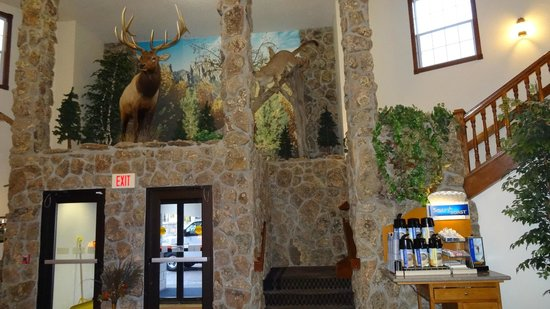 Holiday Inn Express & Suites Mt Rushmore / Keystone : one of the most decorated lobbies in Holiday Inns