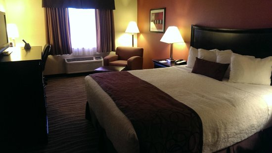 Best Western Plus Corning Inn: Cozy room.