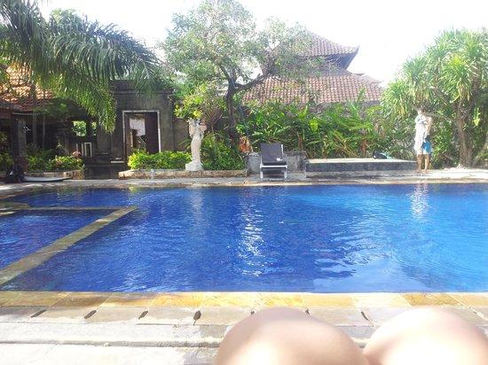 Tunjung Bali Inn: pool