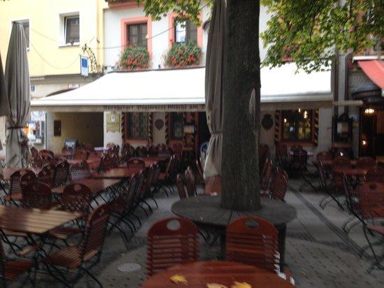 Gaststatte Nurnberger Bratwurst Glockl am Dom: レストランの外観