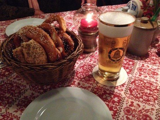Gaststatte Nurnberger Bratwurst Glockl am Dom: ビールとソフトプリュツェル