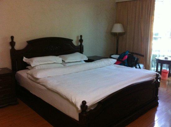 Guilin Oasis Inn: キングサイズベットが寝心地抜群。