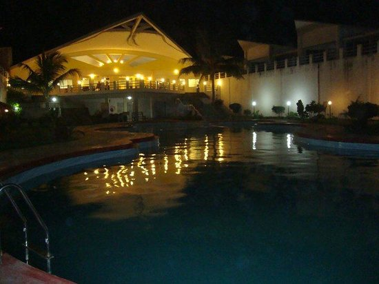 Puri - Golden Sands, A Sterling Holidays Resort: Pool View @ Night