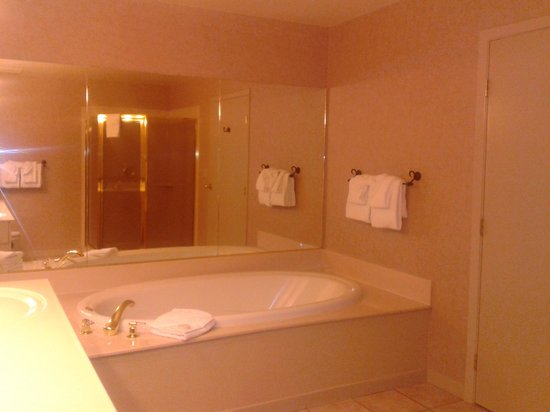 The Ridge Tahoe: The Emerald Retreat bathroom on suite side