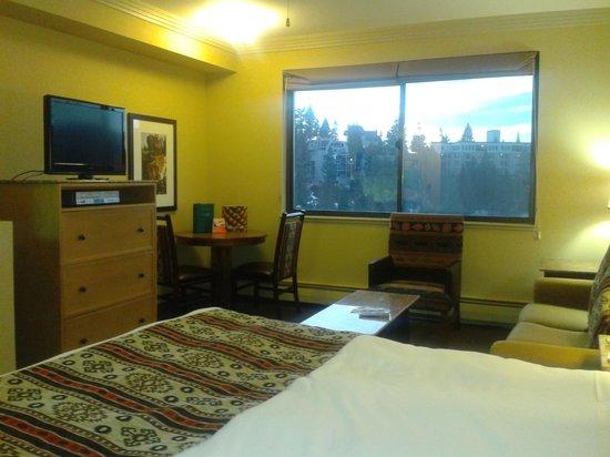 The Ridge Tahoe: The Emerald Retreat bedroom on suite side