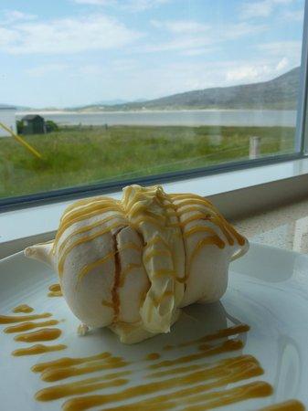 Beachview Cottages: Cake at Harris Art Cafe